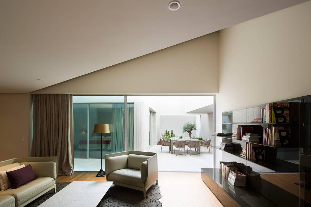 Proyecto arquitectónico. Construcción de una vivienda en Kwait Salones de estilo moderno de AGi architects arquitectos y diseñadores en Madrid Moderno Hormigón