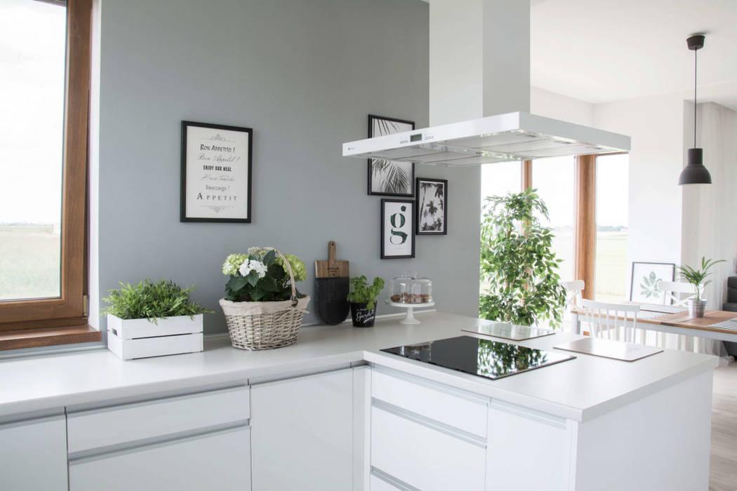 Minimalistyczna Biała Kuchnia Styl W Kategorii Kuchnia