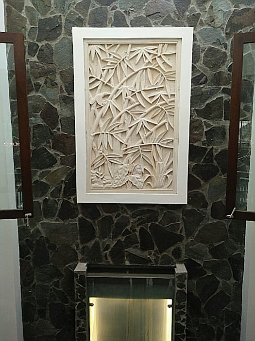Relief Dinding di Lantai Atas:  Dinding by Amirul Design & Build