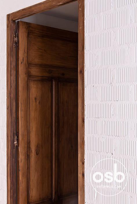 Wooden doors by osb arquitectos