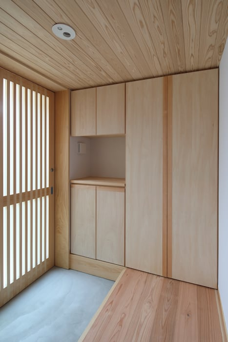 Rustic style corridor, hallway & stairs by 芦田成人建築設計事務所 Rustic