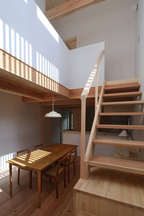 階段 の 芦田成人建築設計事務所 ラスティック