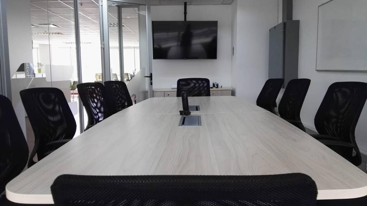 Moderner Multimedia-Raum von Lagom Studio Modern Holz Holznachbildung