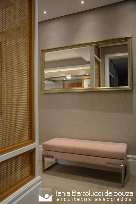 Suíte Casal Quartos modernos por Tania Bertolucci de Souza   Arquitetos Associados Moderno
