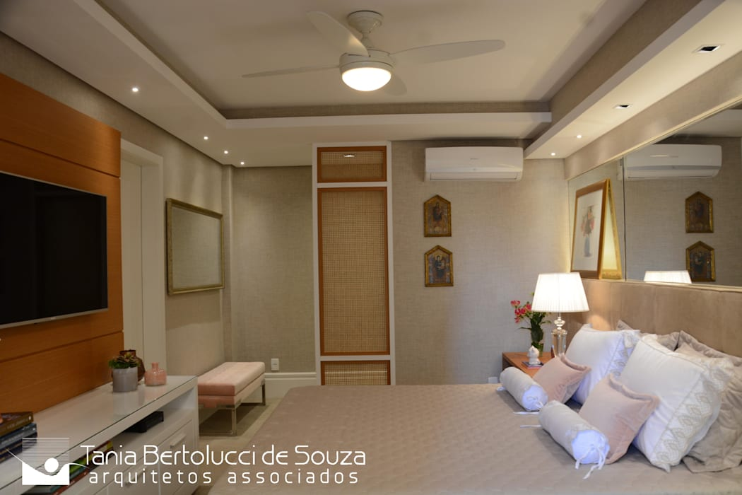 Suíte Casal Quartos modernos por Tania Bertolucci de Souza | Arquitetos Associados Moderno