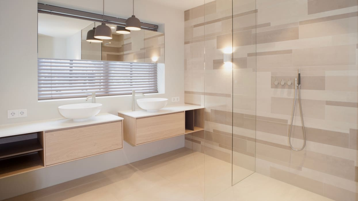 Modern Bathroom by Studio Doccia Modern Tiles