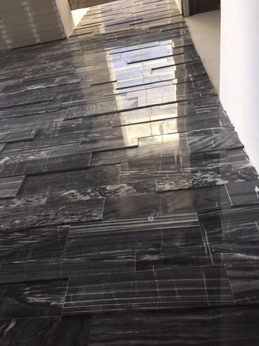 Đá sọc dưa ốp điểm nhấn ô thông tầng phòng khách Tường & sàn phong cách Bắc Âu bởi CÔNG TY TNHH TM & DV HUY GIA THỊNH Bắc Âu