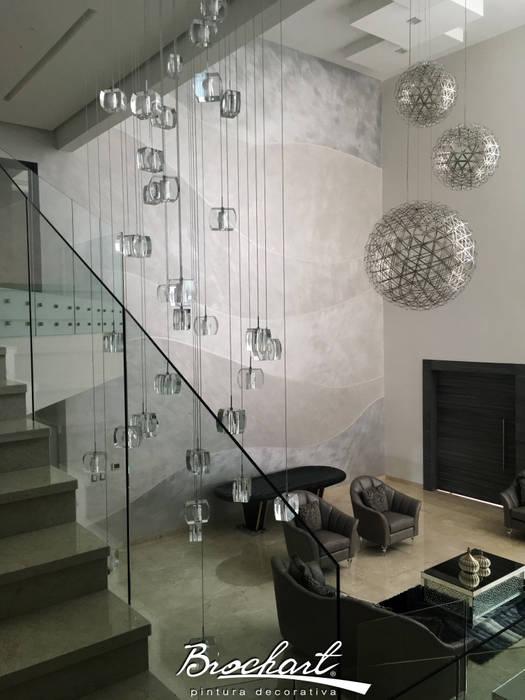 Halla de entrada y sala, técnica Mapa Brochart ©: Paredes de estilo  por Brochart pintura decorativa