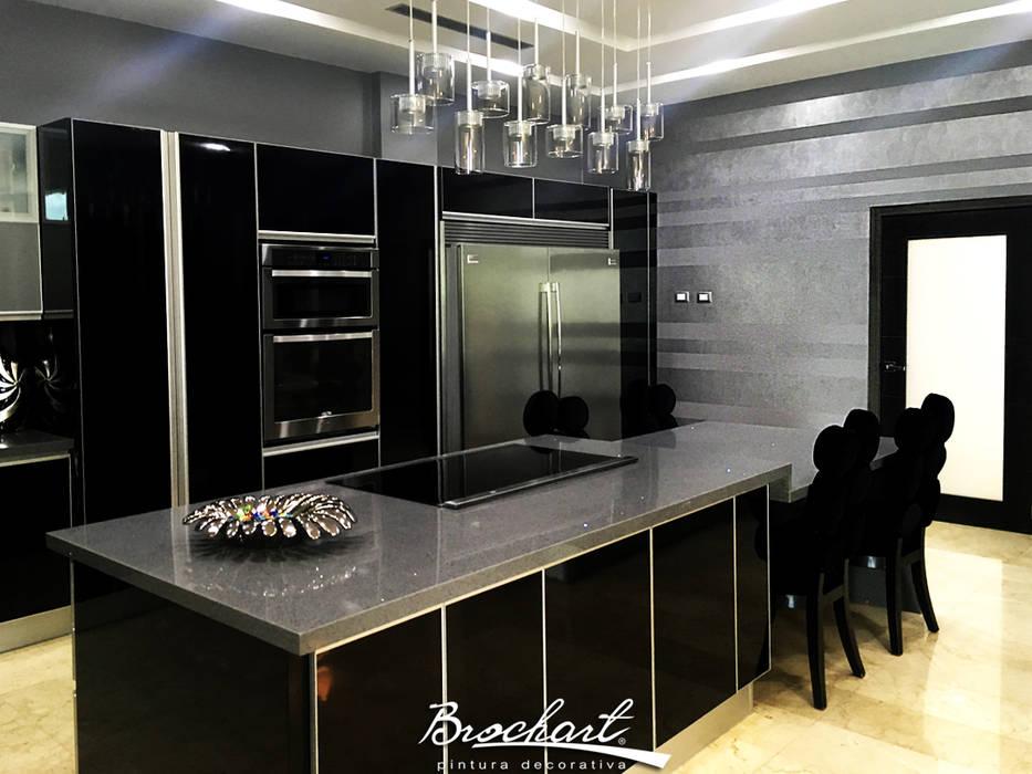 Cocina principal, técnica Rayas Chic © Brochart pintura decorativa Paredes y pisos de estilo moderno