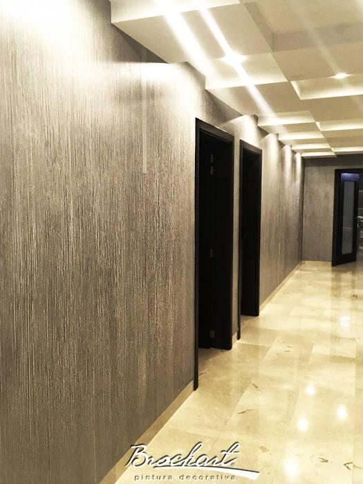 Pasillos hacia las habitaciones, técnica Estriado 3D ©: Paredes de estilo  por Brochart pintura decorativa