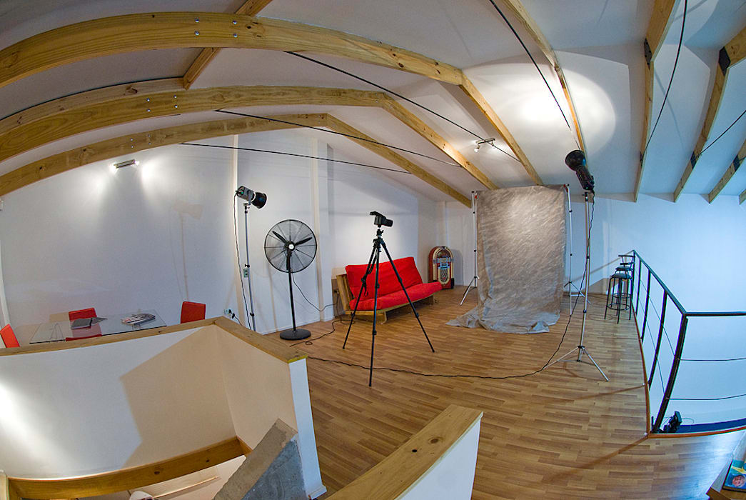 Segundo piso: Estudios y biblioteca de estilo  por R-Innovare
