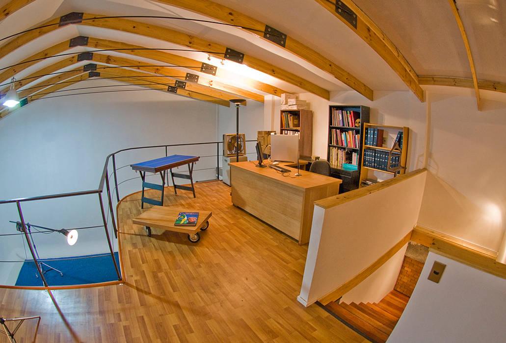 Oficina Oficinas y bibliotecas de estilo ecléctico de homify Ecléctico Madera Acabado en madera