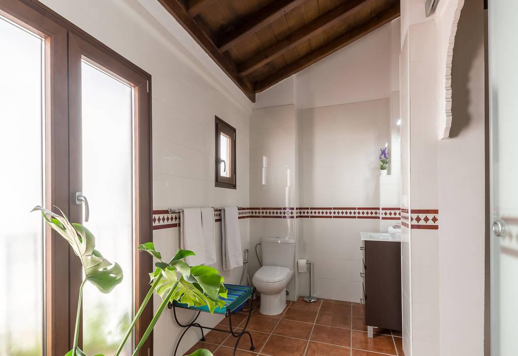 Kamar Mandi Gaya Kolonial Oleh Home & Haus | Home Staging & Fotografía Kolonial