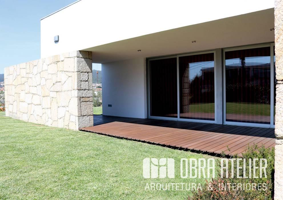 Vorgarten von OBRA ATELIER - Arquitetura & Interiores, Modern
