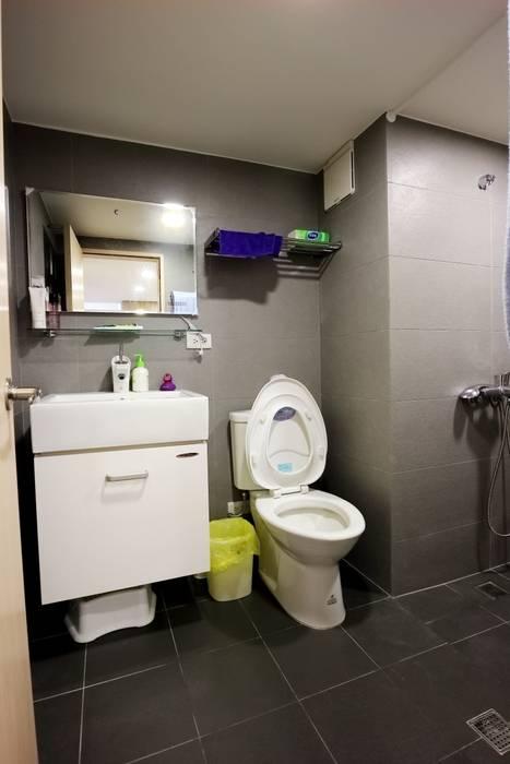 Minimalist style bathroom by 青築制作 Minimalist