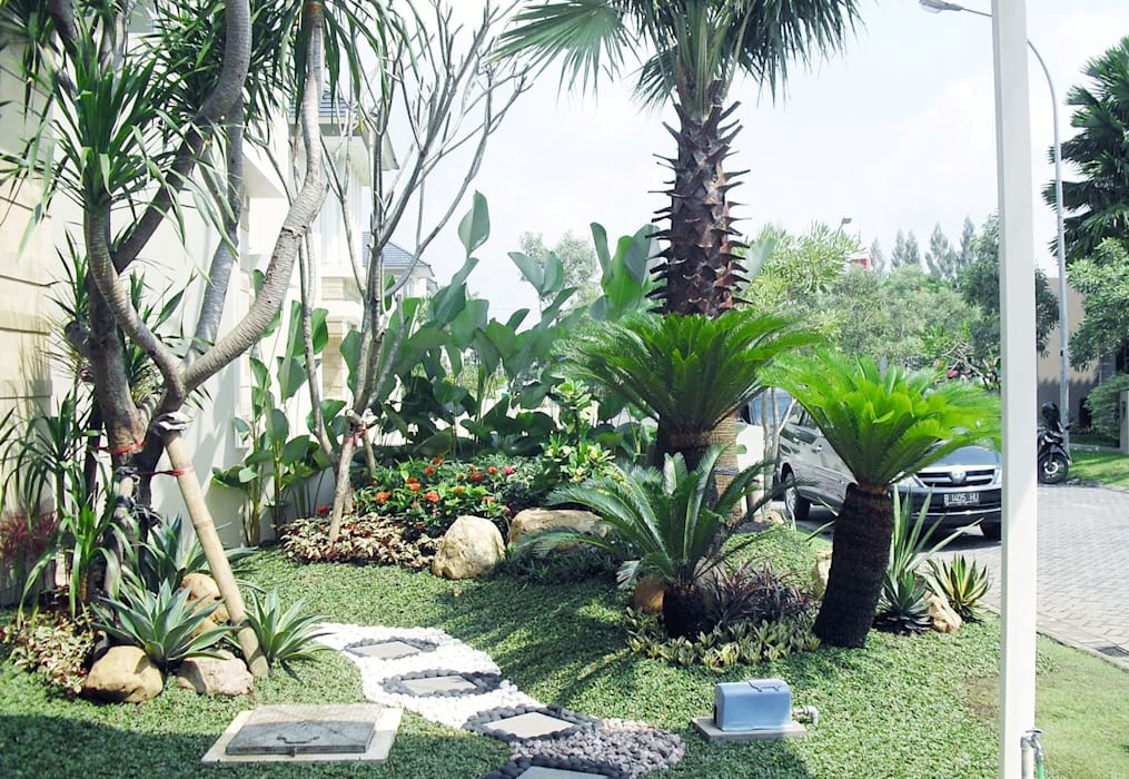 Spesialis Jasa Tukang Taman Gresik Jawa timur part III:  Halaman depan by TUKANG TAMAN SURABAYA - jasataman.co.id