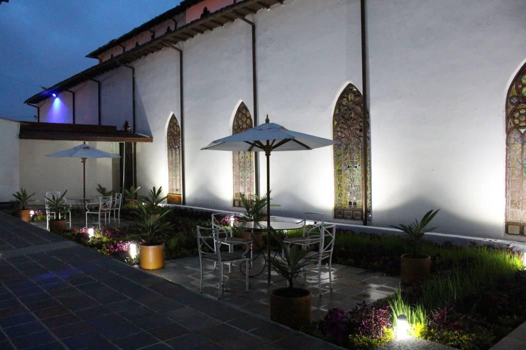Restauracion patio de concepto colonial: Estanques de jardín de estilo  por Omar Interior Designer  Empresa de  Diseño Interior, remodelacion, Cocinas integrales, Decoración, Colonial Ladrillos