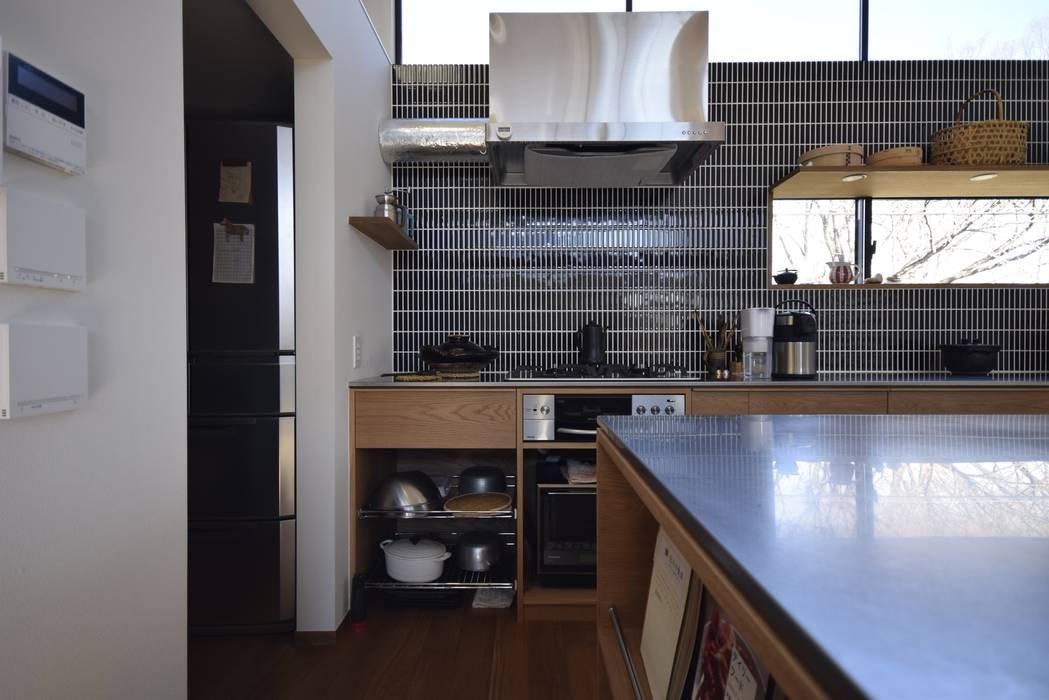 コンロ周りのレイアウト: 注文家具屋 フリーハンドイマイが手掛けたキッチンです。,北欧 木 木目調