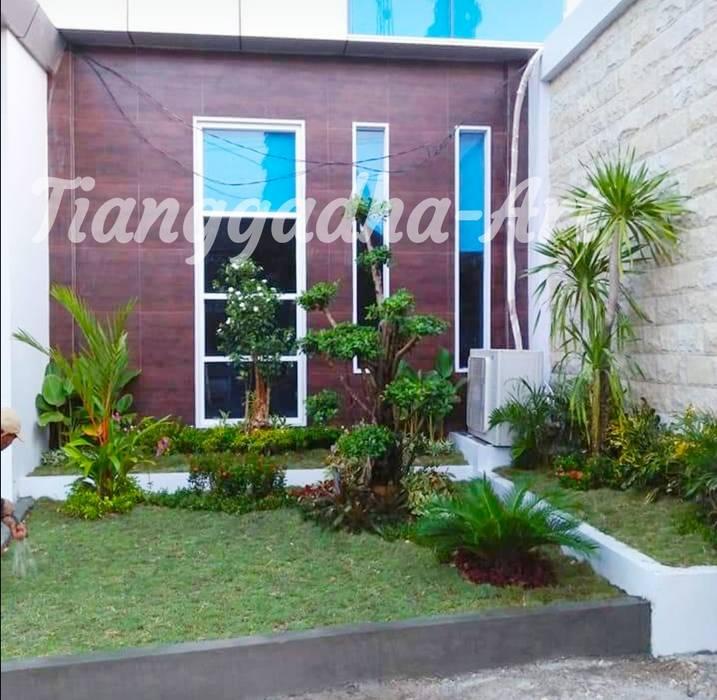 Tukang Taman Minimalis:  Halaman depan by Tukang Taman Surabaya - Tianggadha-art