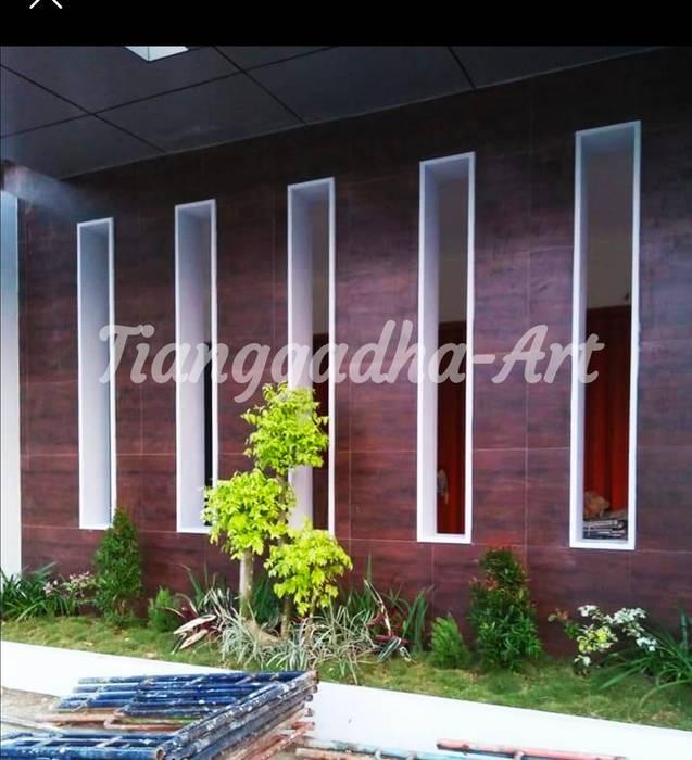 Taman Dibawah Teras Rumah Oleh Tukang Taman Surabaya - Tianggadha-art Minimalis Batu Pasir