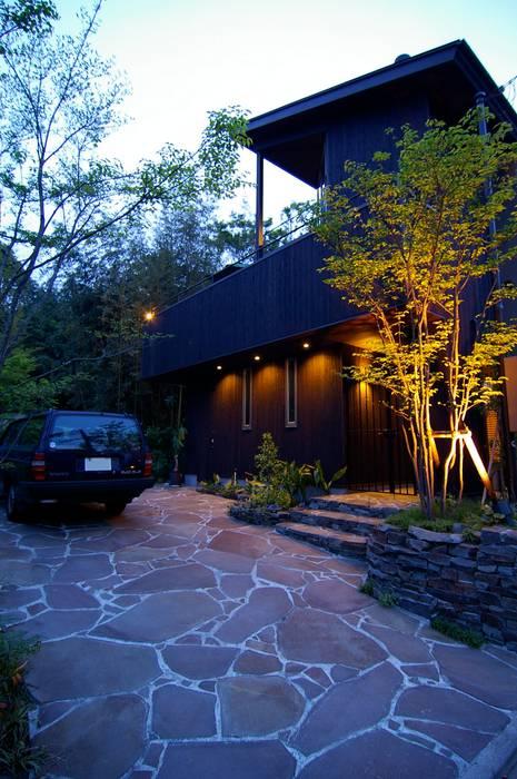 外観夕景 Sデザイン設計一級建築士事務所 木造住宅 木 ブラウン