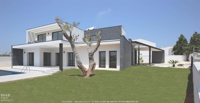 Casa com 3 quartos e piscina exterior no Algarve: Casas  por OGGOstudioarchitects, unipessoal lda