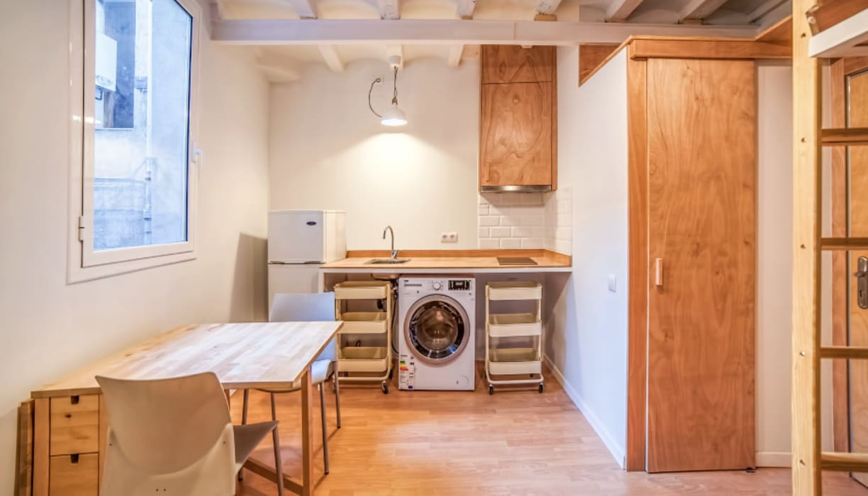 Cocina y comedor: Cocinas integrales de estilo  de LaBoqueria Taller d'Arquitectura i Disseny Industrial