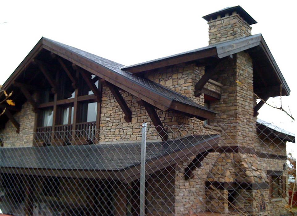 Casa de la colina en Cercedilla hecha por Manuel Monroy: Casas rurales de estilo  de Manuel Monroy, arquitecto