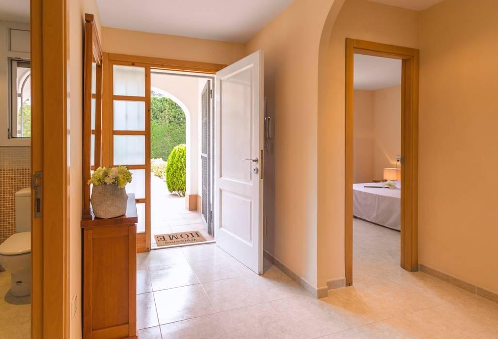 Koridor dan lorong oleh Home Staging Tarragona - Deco Interior, Mediteran