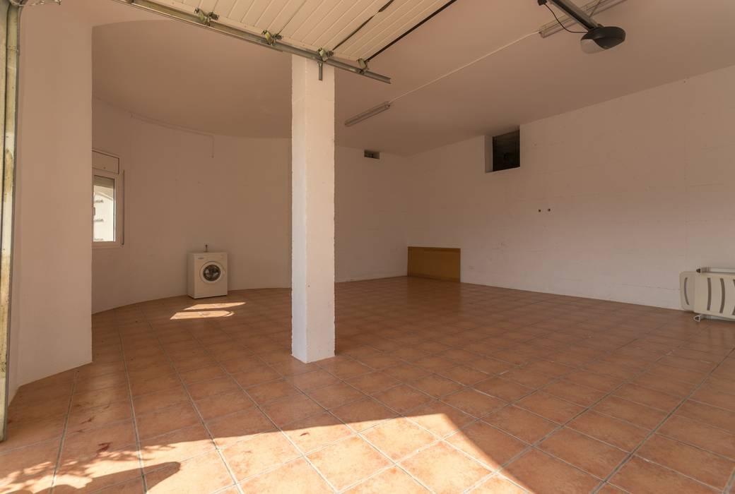 Home Staging en impresionante chalet de El Perelló Garajes de estilo mediterráneo de Home Staging Tarragona - Deco Interior Mediterráneo