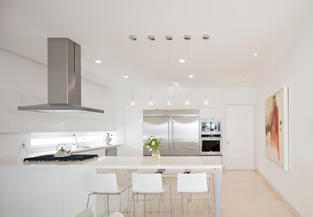 Built-in kitchens by GLR Arquitectos, Minimalist