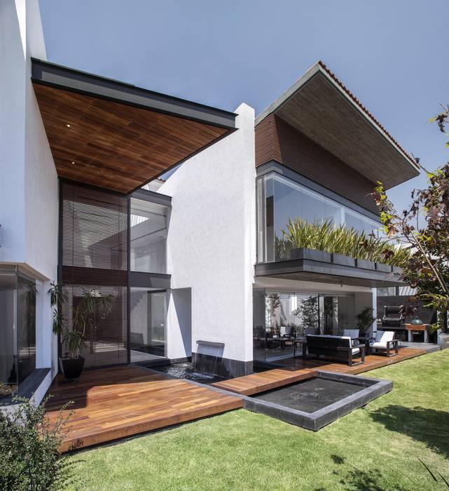 Deck Cumaru en piso y plafon: Pisos de estilo  por Global Woods , Moderno Madera maciza Multicolor