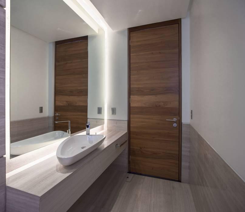 Baño de la Casa Baños modernos de Global Woods Moderno Madera Acabado en madera