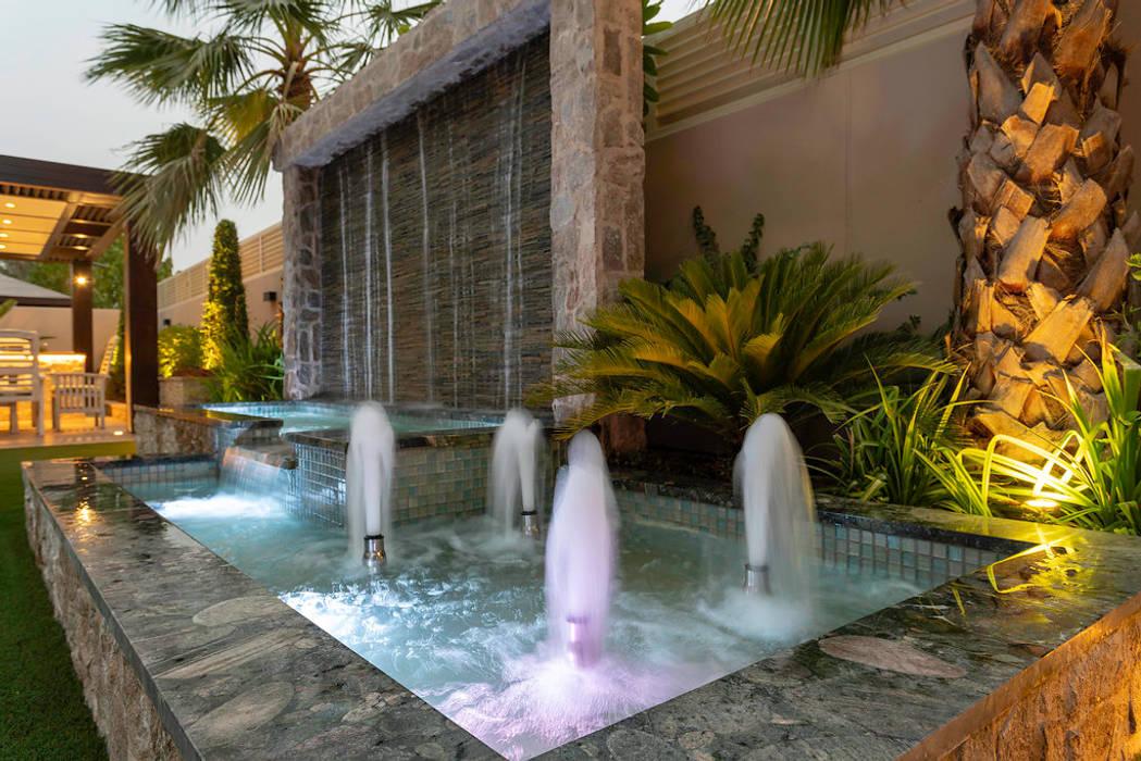 Mudon Villa Dubai Modern garden by Hortus Landscaping Works LLC Modern