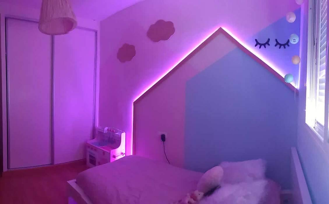 Vista nocturna.: Habitaciones de niñas de estilo  de Patricia Fernández