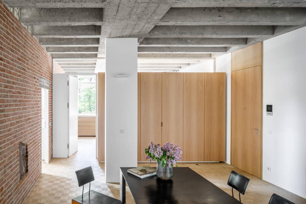 Phòng ăn phong cách hiện đại bởi Corneille Uedingslohmann Architekten Hiện đại