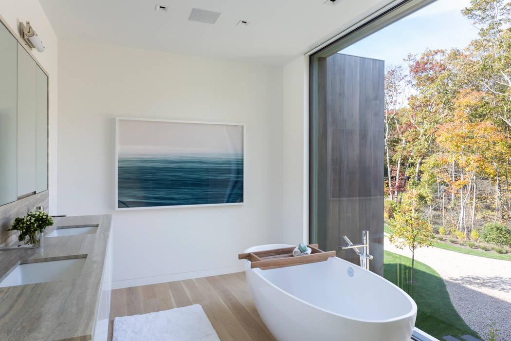 Verkleidung der Fassade mit Accoya Holz & Pool mit Aussenanlage:  Badezimmer von Ecologic City Garden - Paul Marie Creation