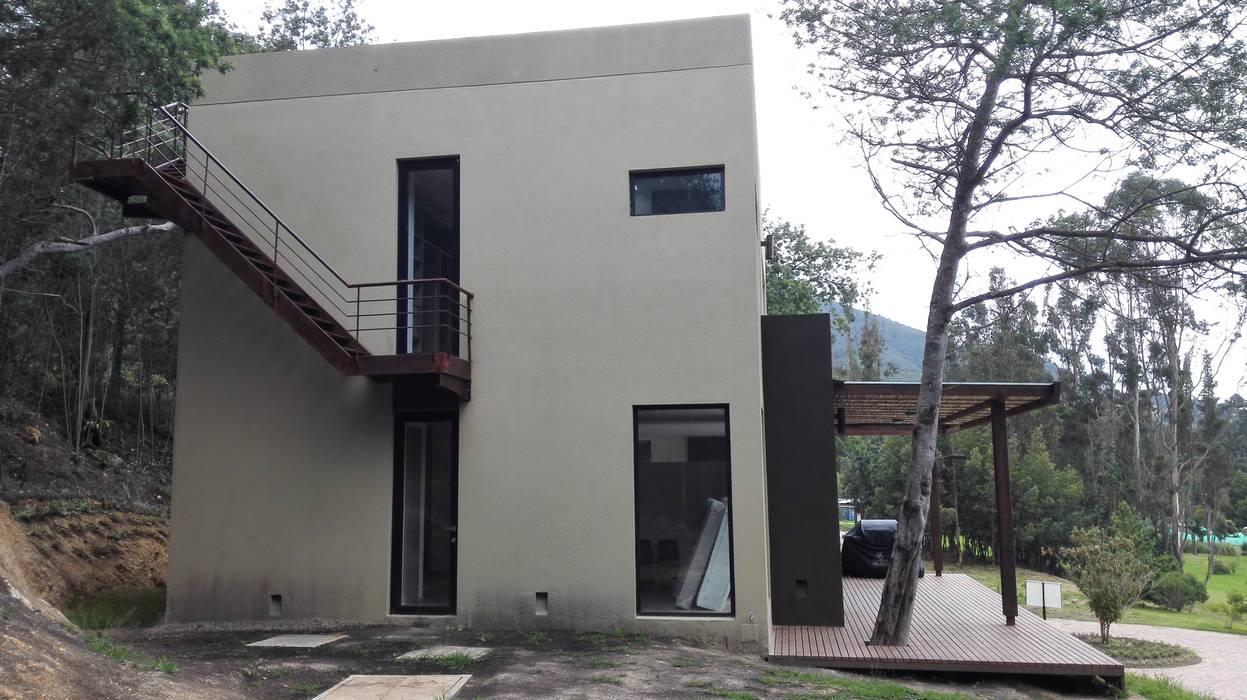 fachada norte Casas modernas de IngeniARQ Arquitectura + Ingeniería Moderno