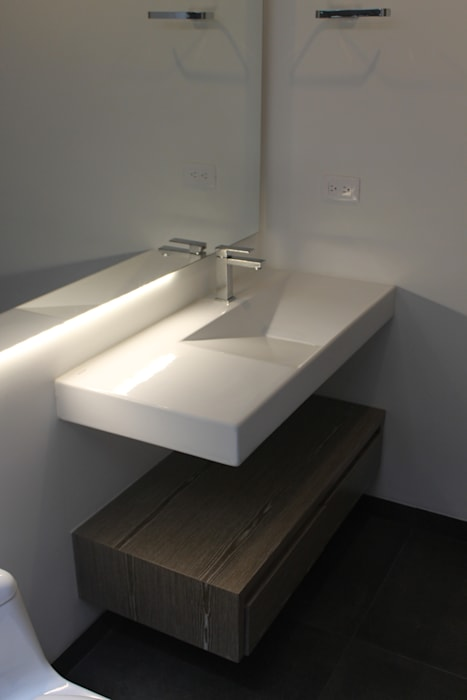 baño: Baños de estilo moderno por IngeniARQ Arquitectura + Ingeniería