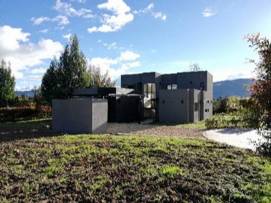 Implantación: Casas de estilo moderno por IngeniARQ Arquitectura + Ingeniería