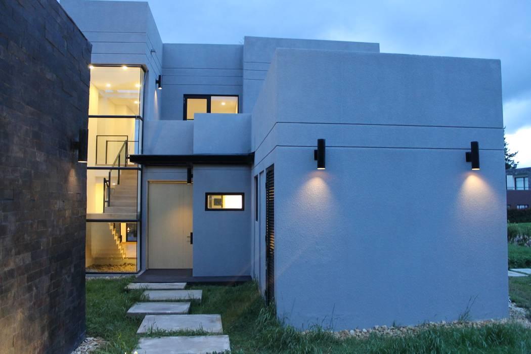 iluminación: Jardines de estilo  por IngeniARQ Arquitectura + Ingeniería, Moderno