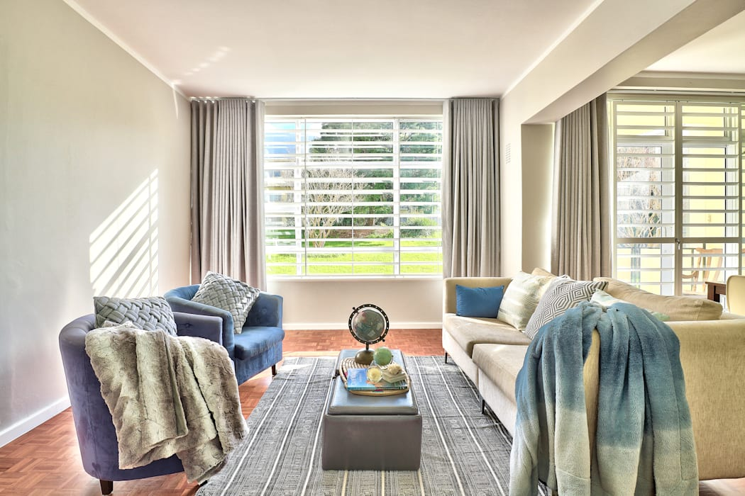 Devonshire Hills:  Living room by Studio Do Cabo