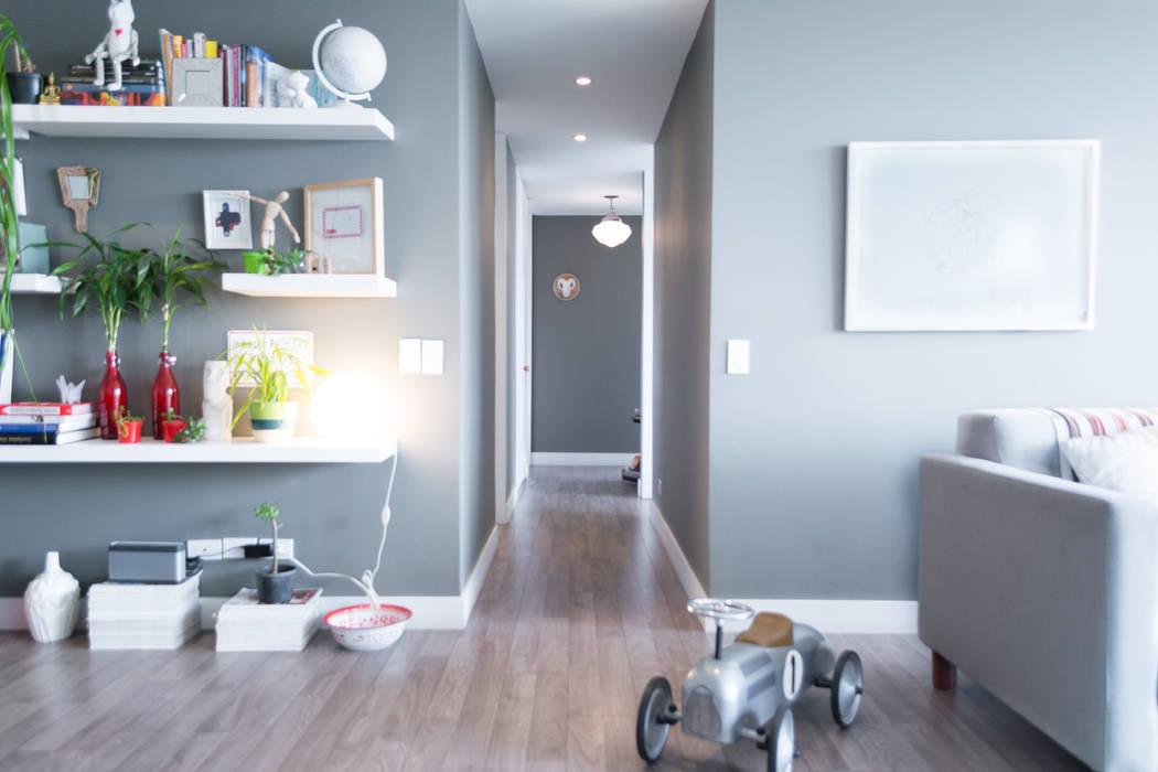 corredor habitaciones aptocalle 78: Pasillos y vestíbulos de estilo  por am Arquitectos