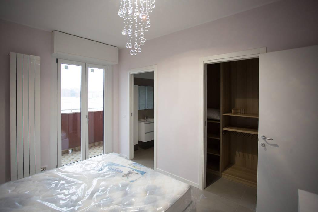 Ristrutturazione Camera da letto Milano: Camera da letto in stile  di Ristrutturazione Case
