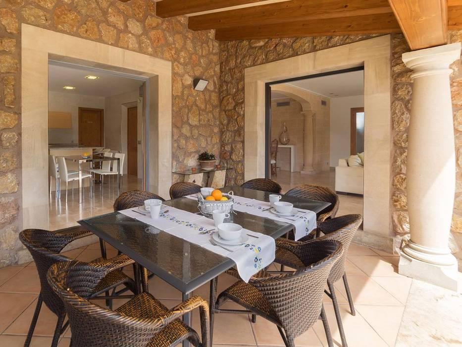 Terraza, comedor exterior Comedores de estilo rural de Diego Cuttone, arquitectos en Mallorca Rural