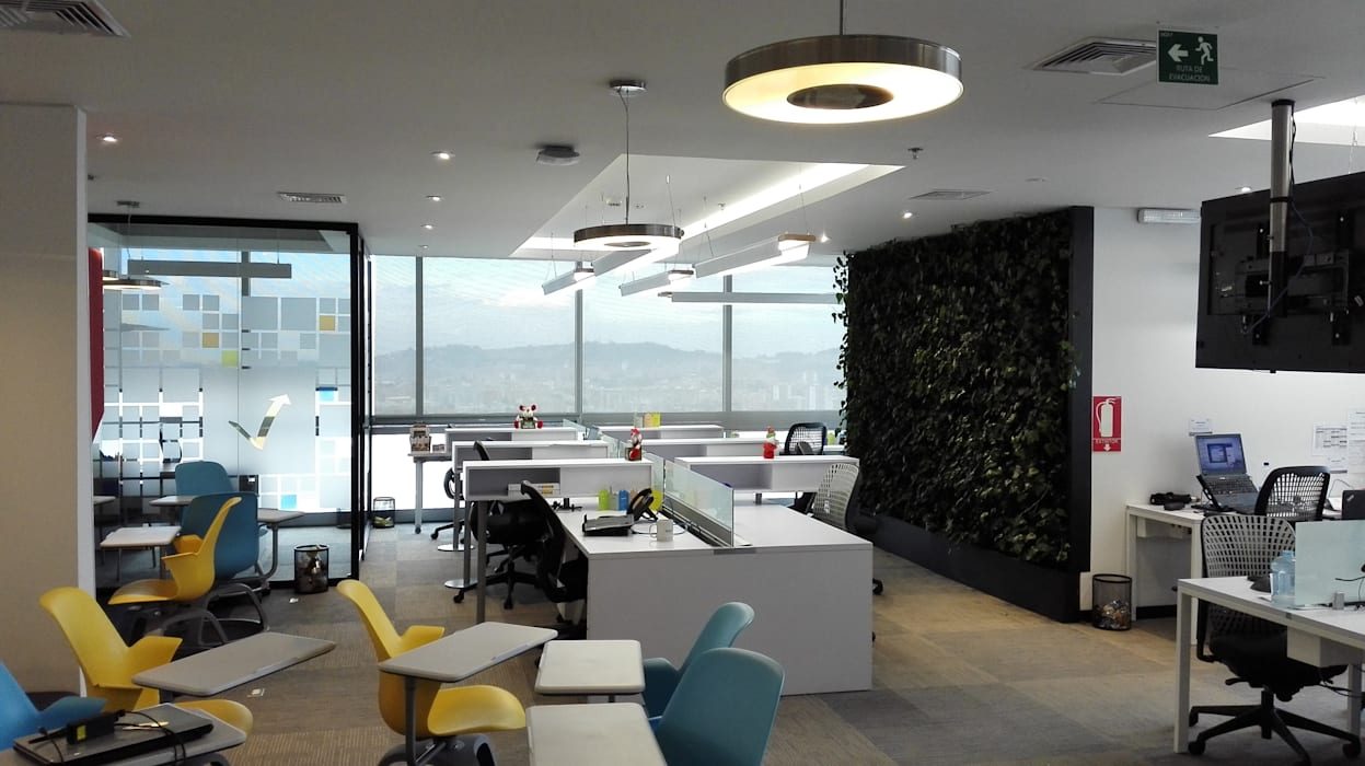 JARDÍN VERTICAL + ILUMINACIÓN: Edificios de oficinas de estilo  por IngeniARQ Arquitectura + Ingeniería, Minimalista
