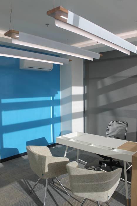GERENCIA 2: Edificios de oficinas de estilo  por IngeniARQ Arquitectura + Ingeniería, Minimalista