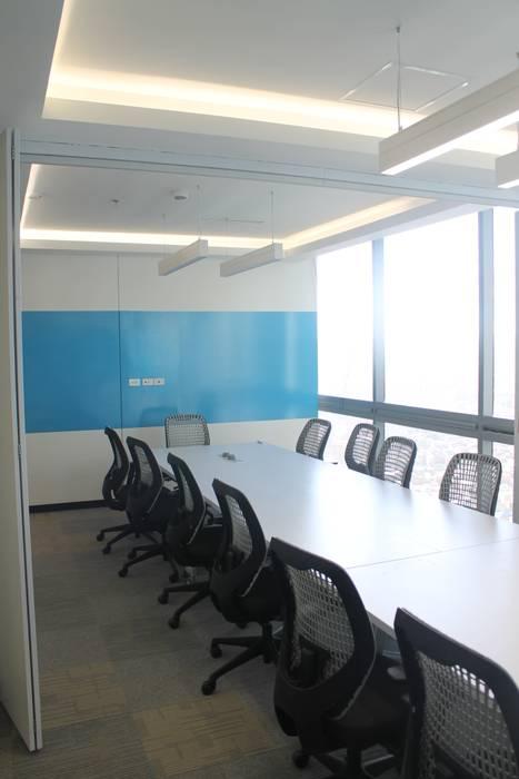 SALA DE JUNTAS: Edificios de oficinas de estilo  por IngeniARQ Arquitectura + Ingeniería