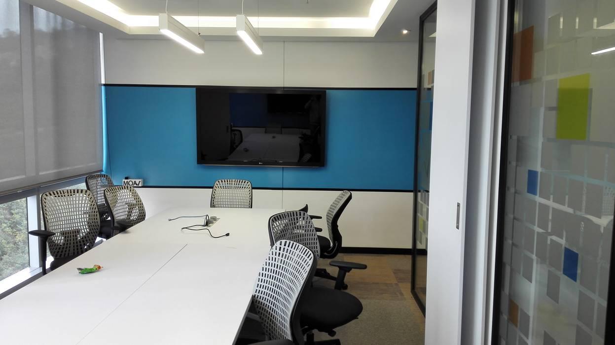 SALA DE JUNTAS 2: Edificios de oficinas de estilo  por IngeniARQ Arquitectura + Ingeniería