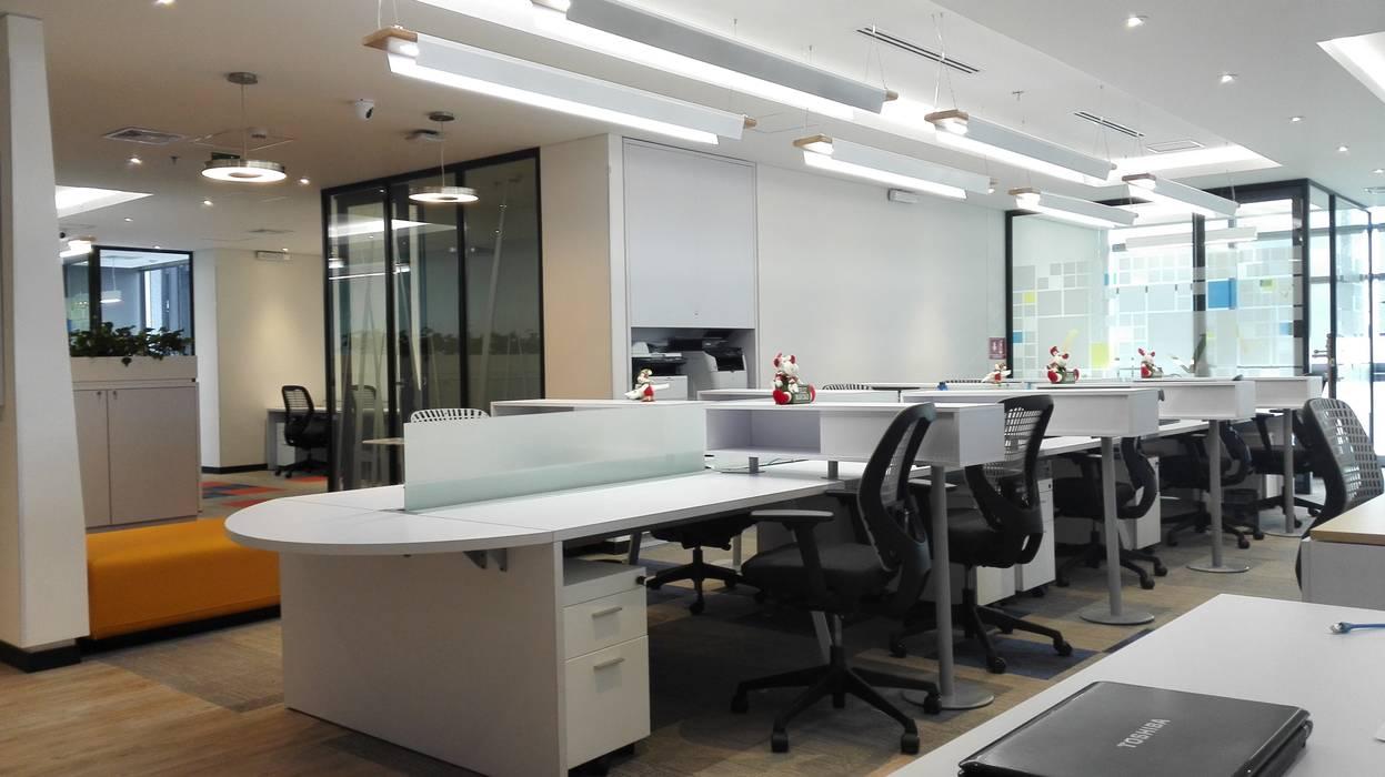 PUESTOS DE TRABAJO2: Edificios de oficinas de estilo  por IngeniARQ Arquitectura + Ingeniería,